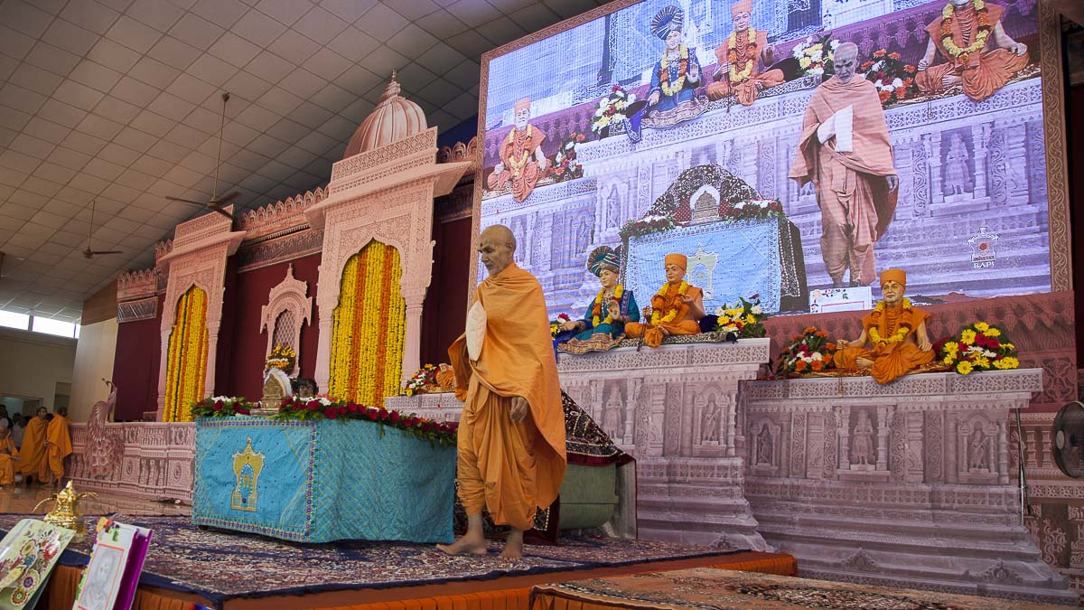 Param Pujya Mahant Swami performs pradakshina during his morning puja