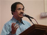 Shri Jagdish Thakkar addresses the assembly