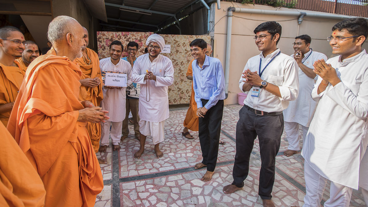 A skit presentation by youths before Param Pujya Mahant Swami, 2 Oct 2016
