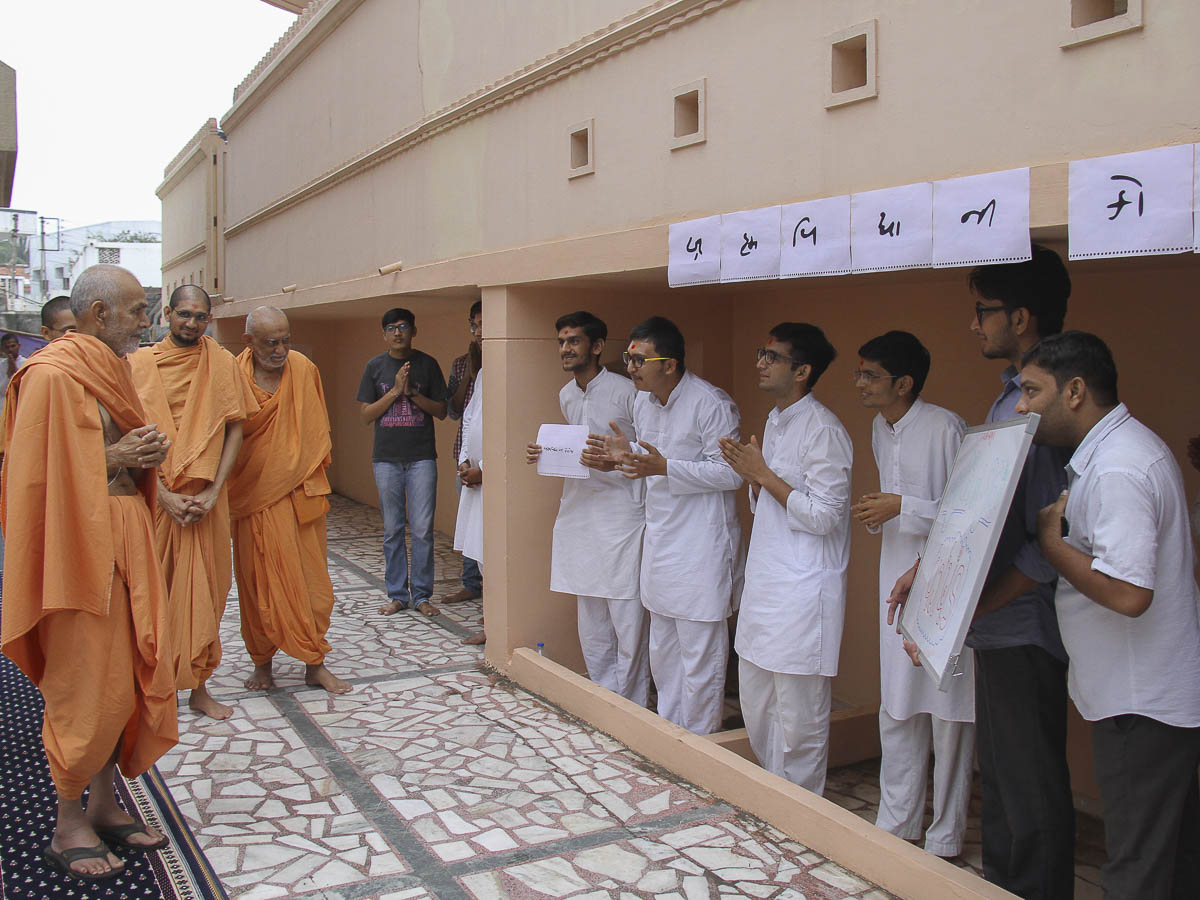 A skit presentation by youths before Param Pujya Mahant Swami, 4 Oct 2016