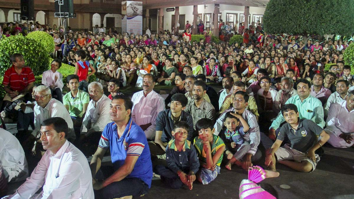 Devotees during the welcome assembly, 12 Oct 2016