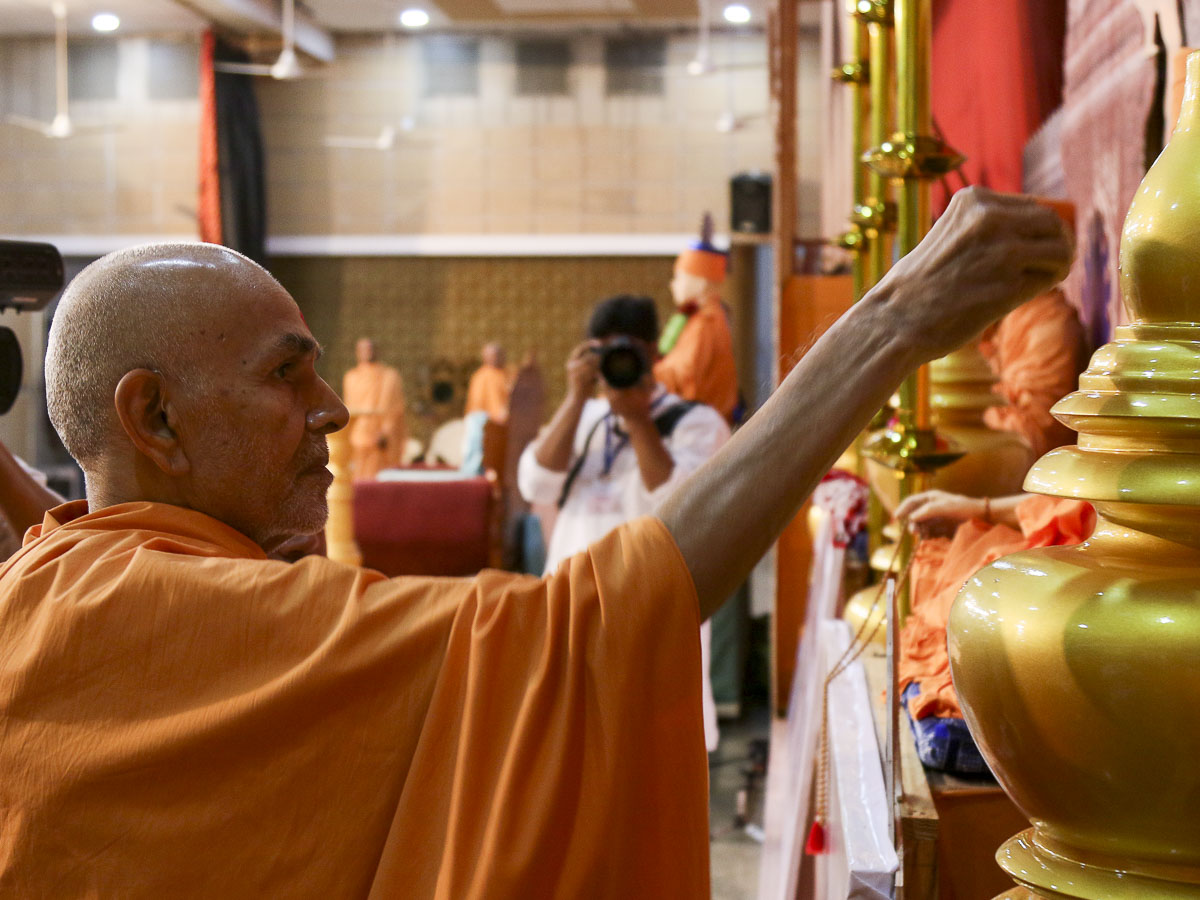 Param Pujya Mahant Swami performs pujan of kalashes for Dhoraji Mandir, 21 Oct 2016