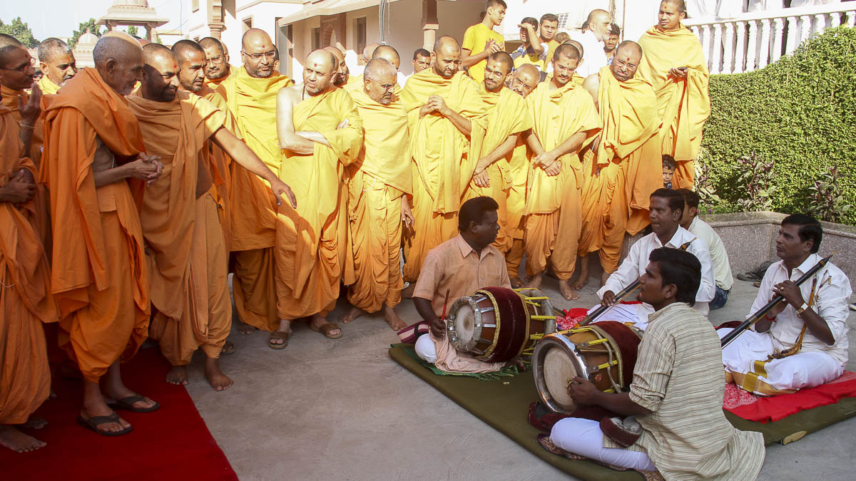 South Indian musicians perform before Param Pujya Mahant Swami, 29 Oct 2016