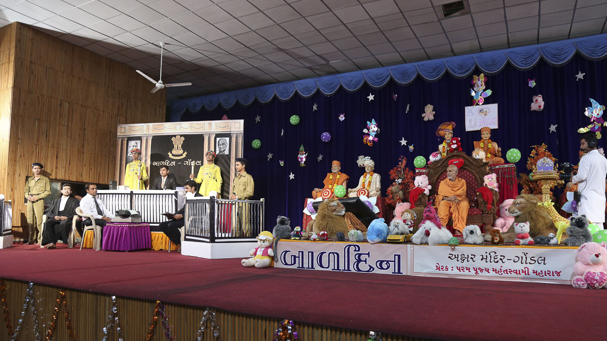 Bal Din celebrated in the evening satsang assembly, 4 Nov 2016