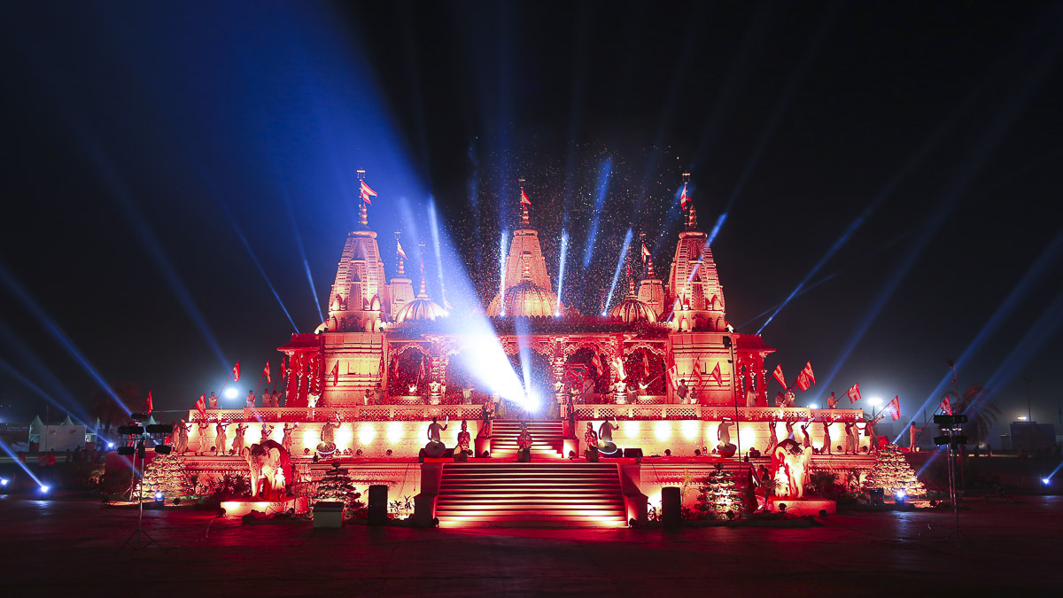 Light & sound show in the evening at Swaminarayan Nagar
