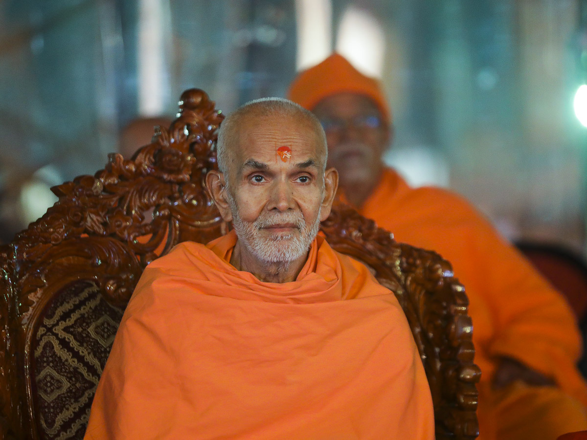 Param Pujya Mahant Swami during the cultural program