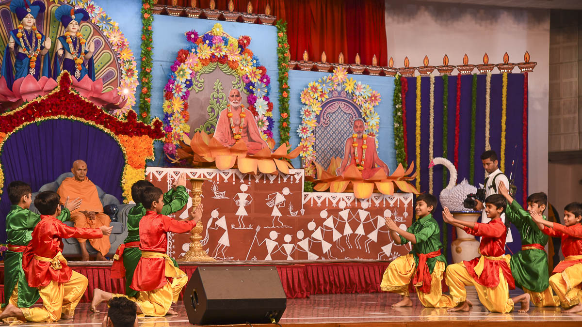 Children perform a cultural dance before Param Pujya Mahant Swami Maharaj, 13 Dec 2016