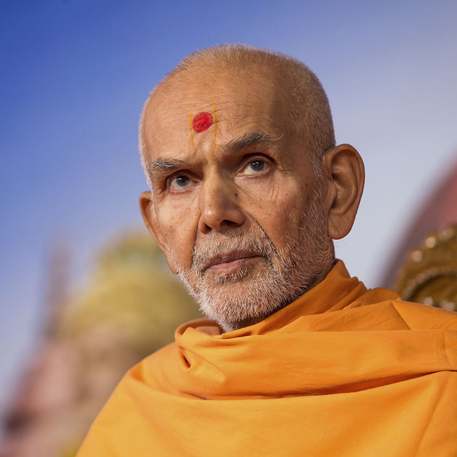 Param Pujya Mahant Swami Maharaj during the assembly, 27 Dec 2016