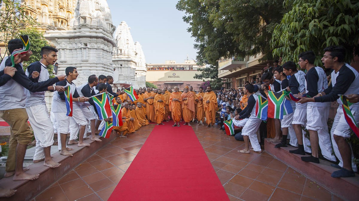 Youths from Africa perform before Param Pujya Mahant Swami Maharaj, 4 Jan 2017