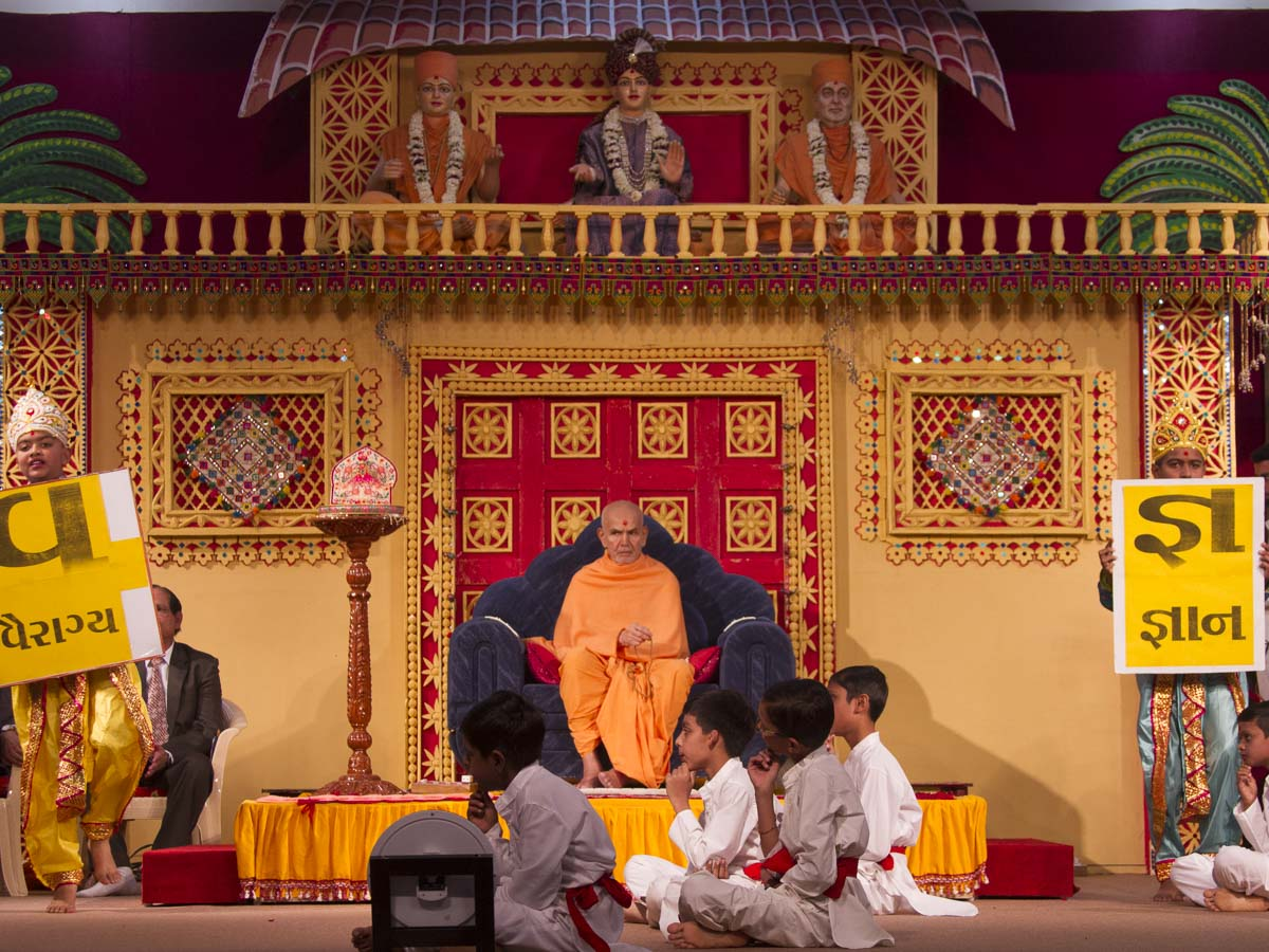 Children perform a cultural program in the evening satsang assembly, 18 Jan 2017