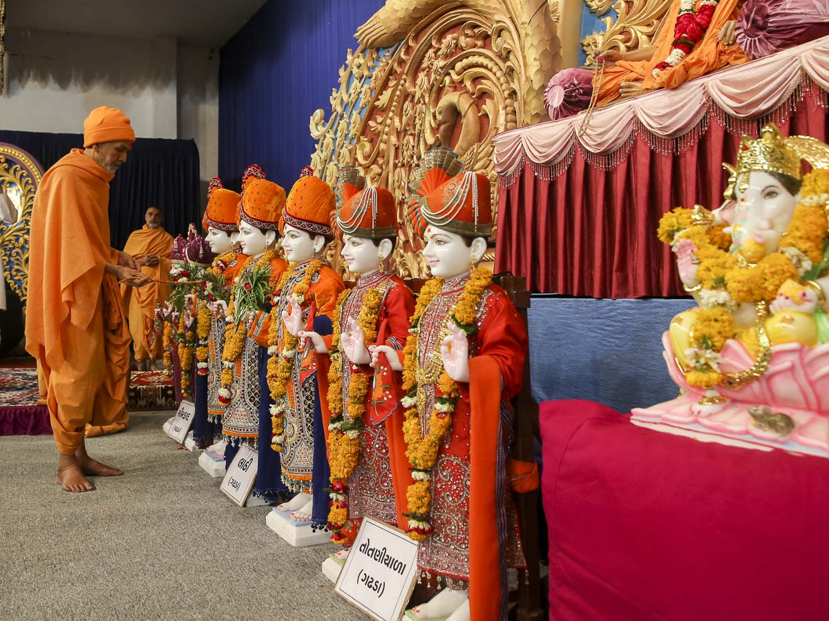 Param Pujya Mahant Swami Maharaj performs pratishtha rituals of murtis for BAPS Shri Swaminarayan Mandir, Bhimdad, Lathi and Totaniyala, India, 2 Feb 2017