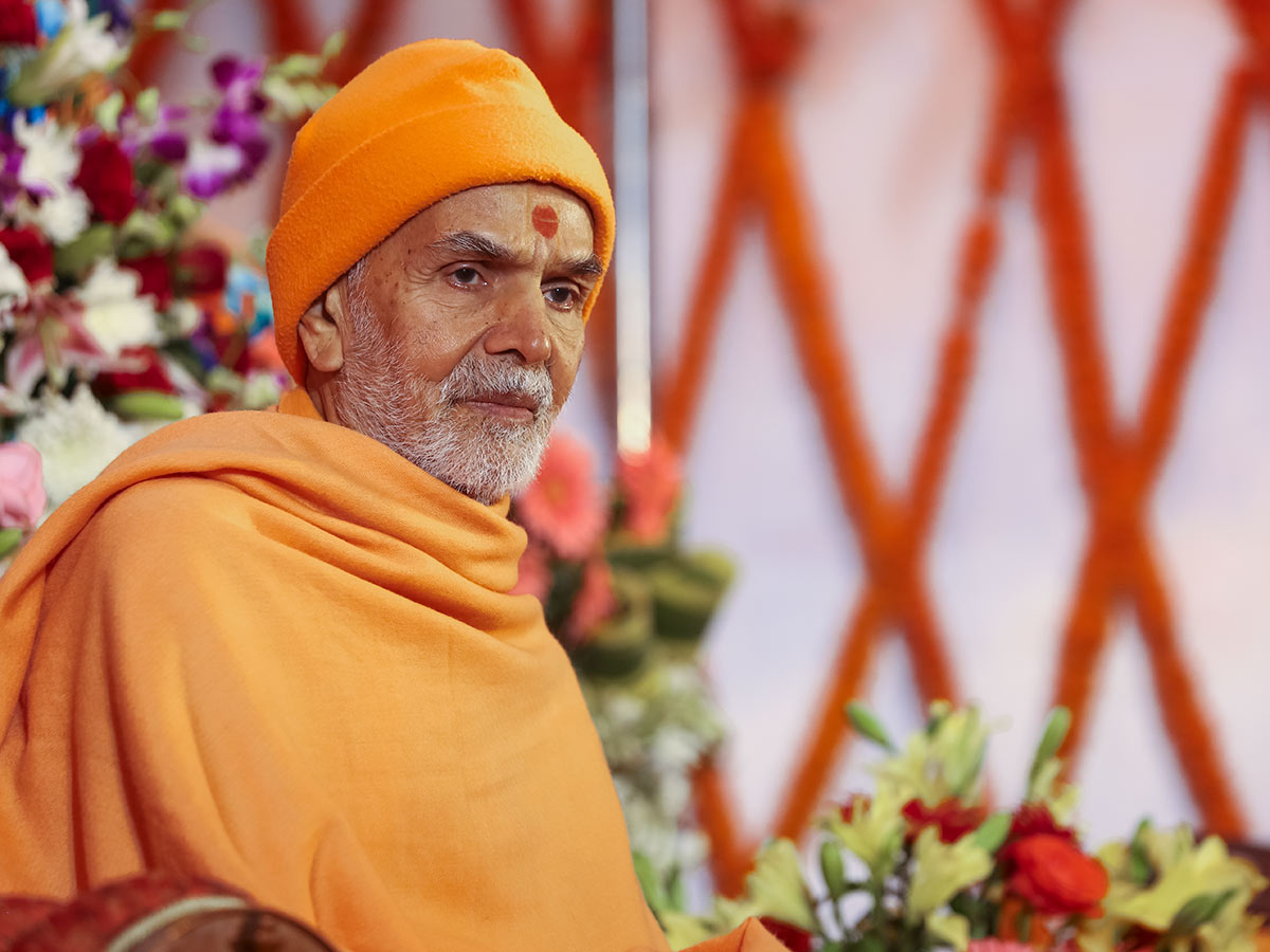 Param Pujya Mahant Swami Maharaj during the assembly, 3 March 2017
