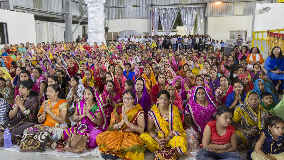 Devotees during the Sunday satsang assembly, 5 Mar 2017