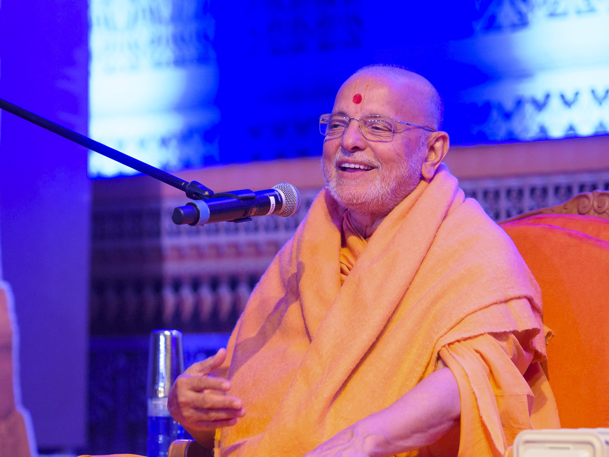 Pujya Ishwarcharan Swami delivers a discourse, 24 Mar 2017