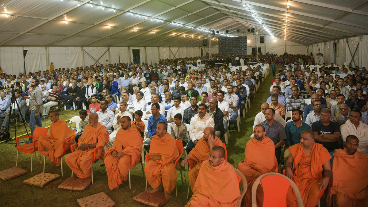 Sadhus and devotees during the assembly, 24 Mar 2017