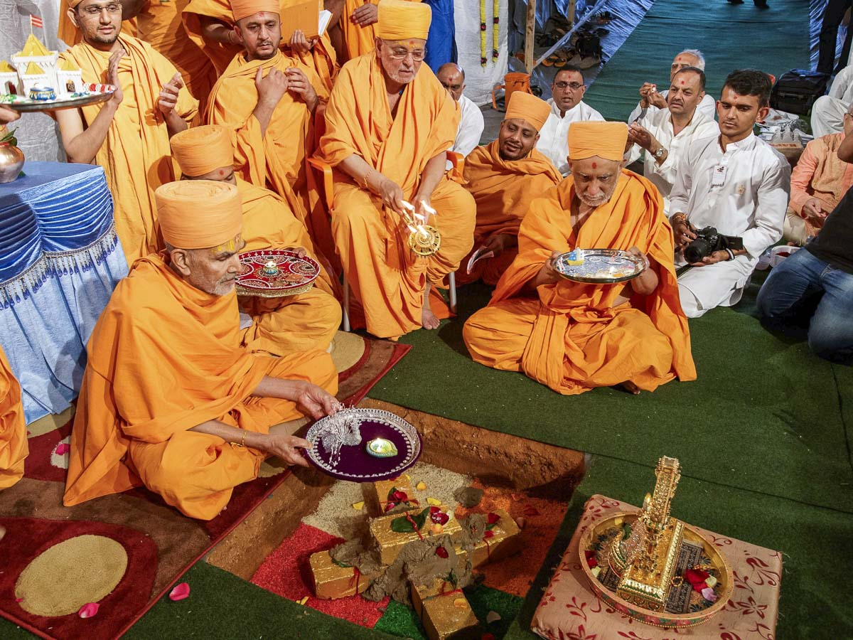"Shilanyas Ceremony for new BAPS Shri Swaminarayan Mandir <br><a href=""http://www.baps.org/News/2017/Shilanyas-Mahotsav-for-New-BAPS-Shri-Swaminarayan-Mandir-11211.aspx"" target=""blank"" style=""text-decoration:underline; color:blue;"">For more photos</a>"