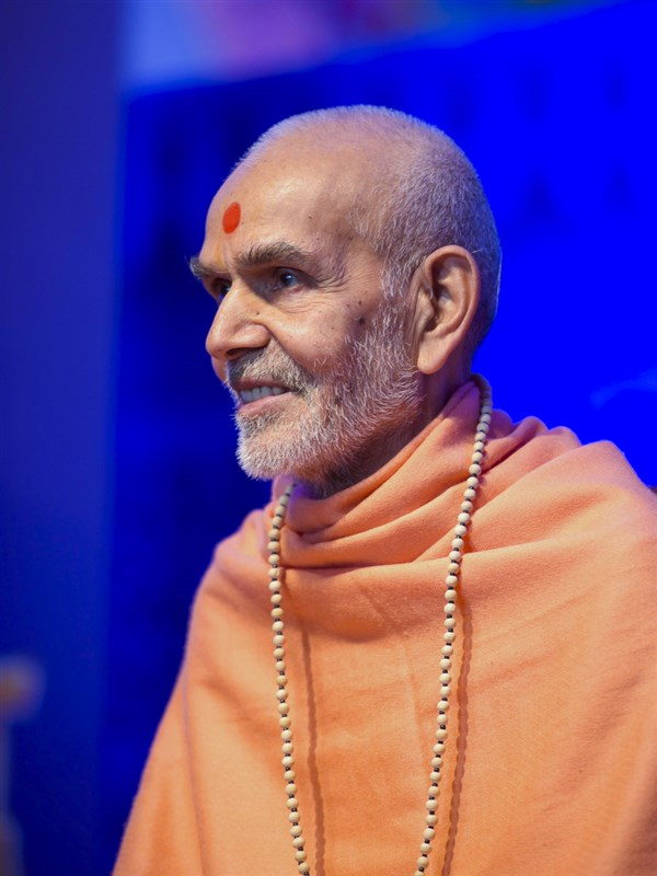 Param Pujya Mahant Swami Maharaj during the assembly, 26 Mar 2017