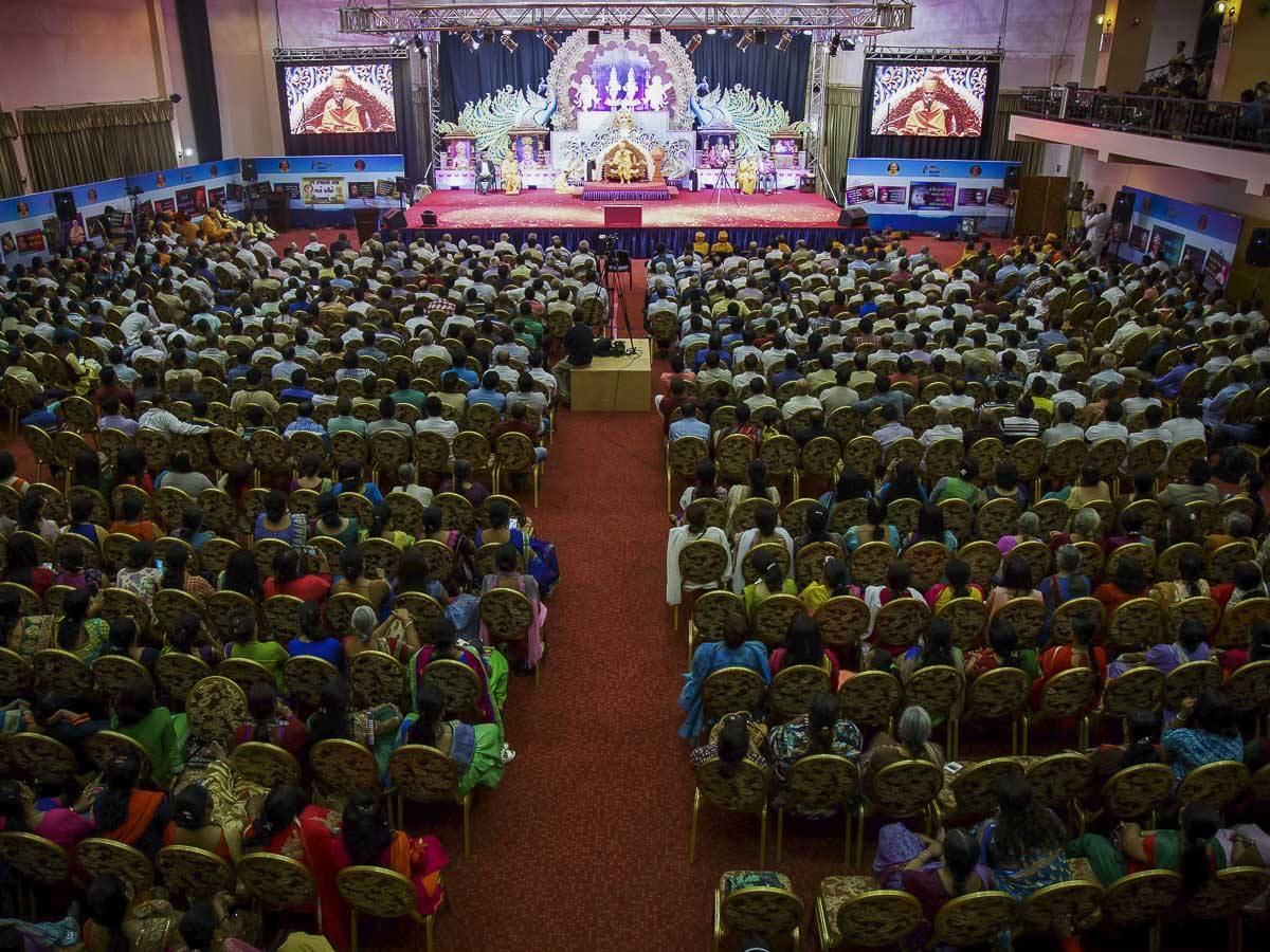Devotees during the assembly, 5 Apr 2017