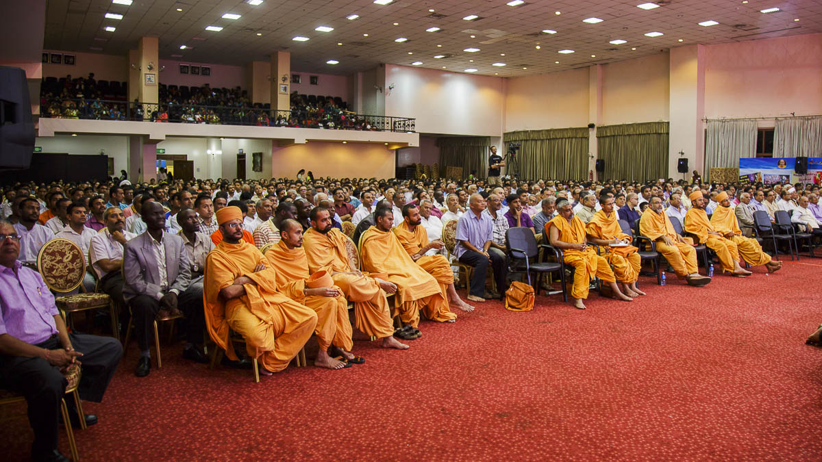 Sadhus and devotees during the assembly, 5 Apr 2017