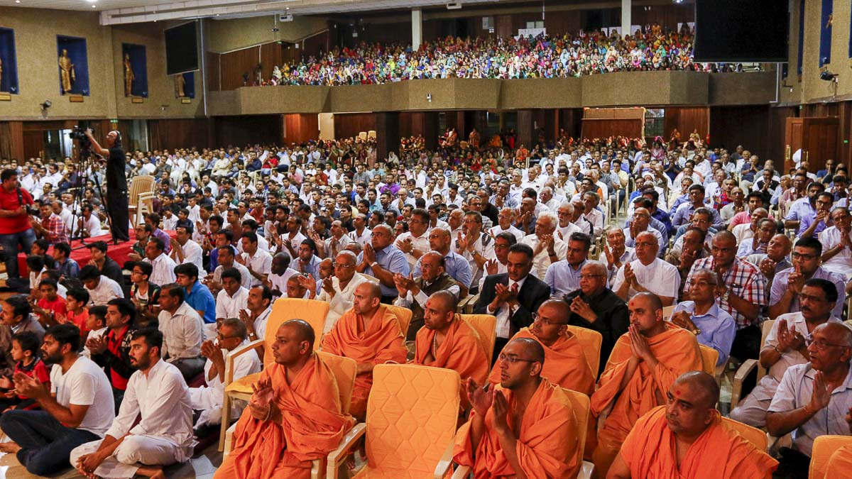 Sadhus and devotees during the assembly, 12 Apr 2017