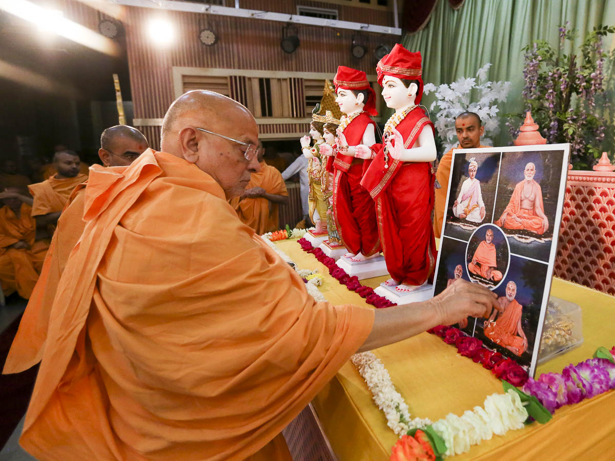 Pujya Ishwarcharan Swami performs pujan of the murtis for new BAPS Shri Swaminarayan Mandir, Tokyo, Japan, 16 Apr 2017