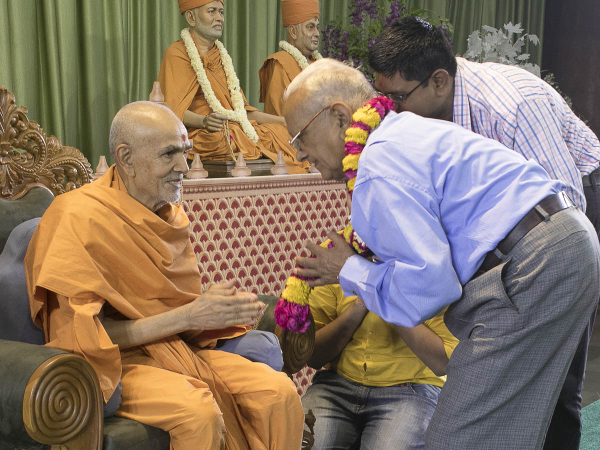 Swamishri blesses Shri Jayantbhai Tank, a devotee from the time of Shastriji Maharaj, 18 Apr 2017