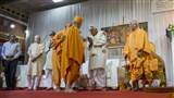 HH Mahant Swami Maharaj greets the dignitaries on stage