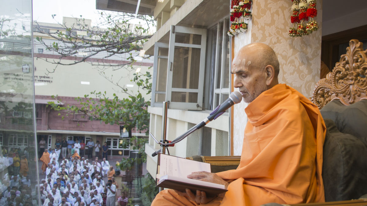 Swamishri blesses all, 18 May 2017