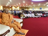 Pujya Tyagvallabh Swami and devotees during the shibir