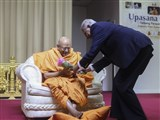 A devotee honors Pujya Tyagvallabh Swami