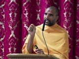 Paramchintan Swami addresses a shibir session