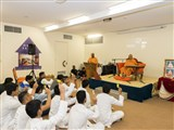 Pujya Tyagvallabh Swami delivers a discourse in the youth assembly