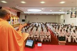 Paramchintan Swami addresses the shibir session