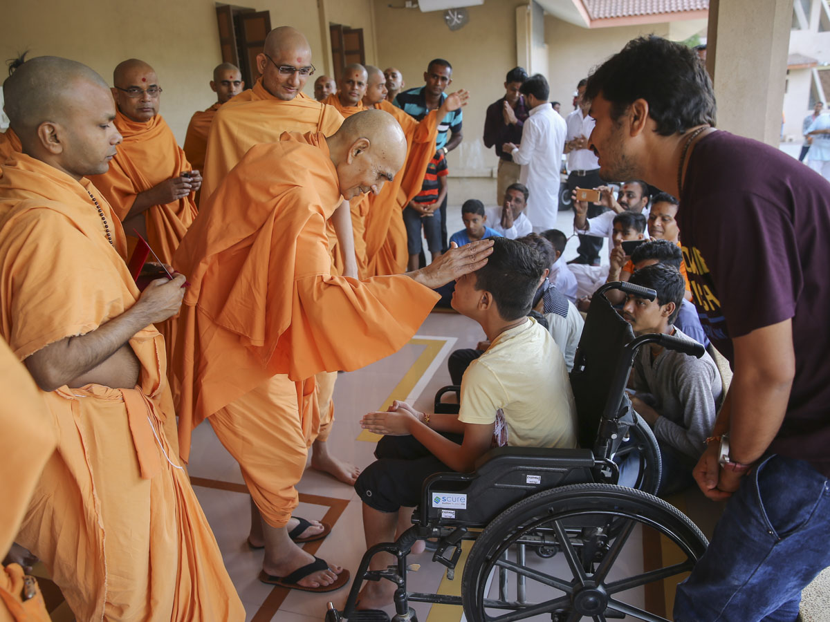 Swamishri blesses an ailing child, 7 Jun 2017
