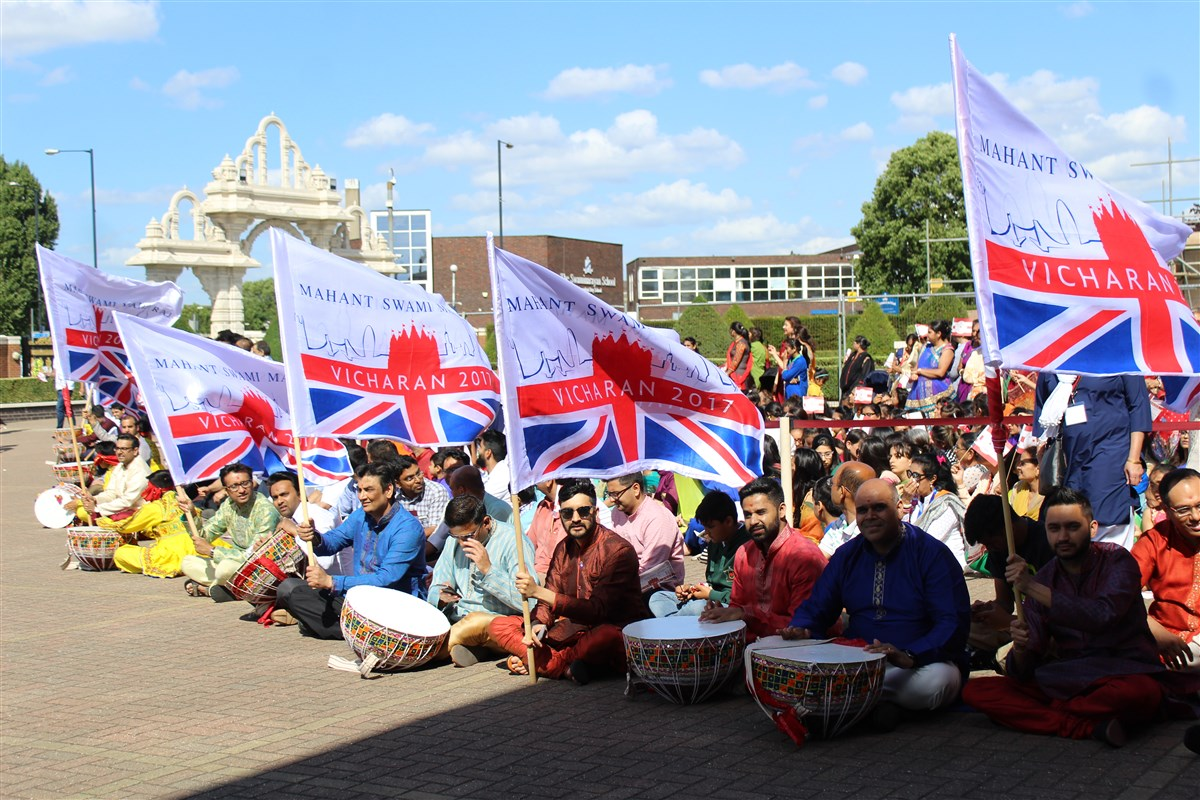 Devotees from around the UK and Europe convened to welcome Param Pujya Mahant Swami Maharaj
