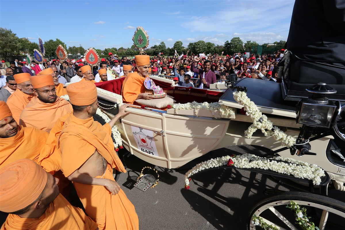Swamishri and Shri Harikrishna Maharaj are drawn towards the Mandir in a traditional horse carriage
