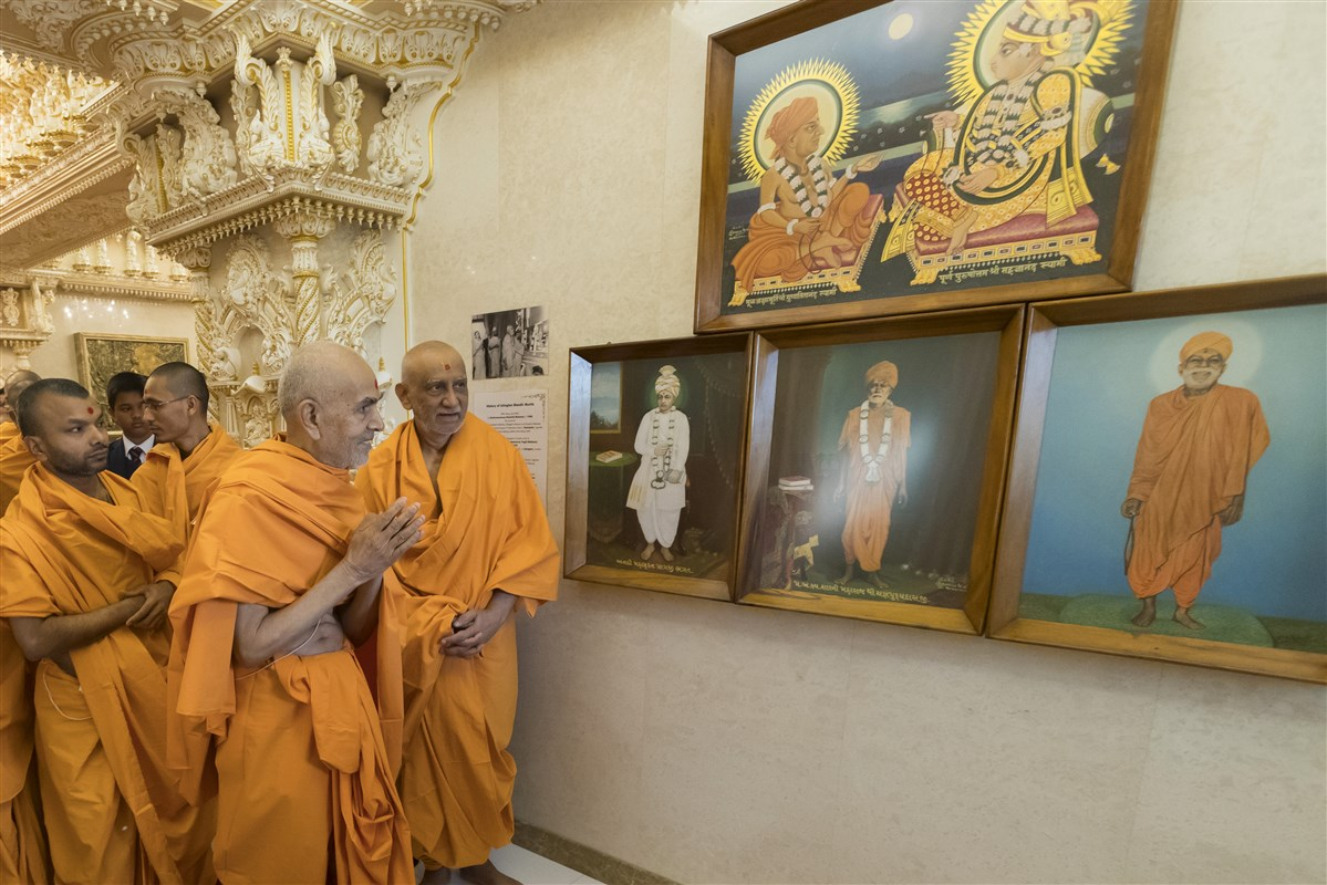 Swamishri doing darshan of old murtis first installed at Islington Mandir in London by Yogiji Maharaj in 1970, having been sanctified by Shastriji Maharaj in 1948