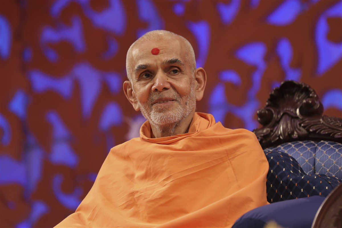 Swamishri in the welcome assembly