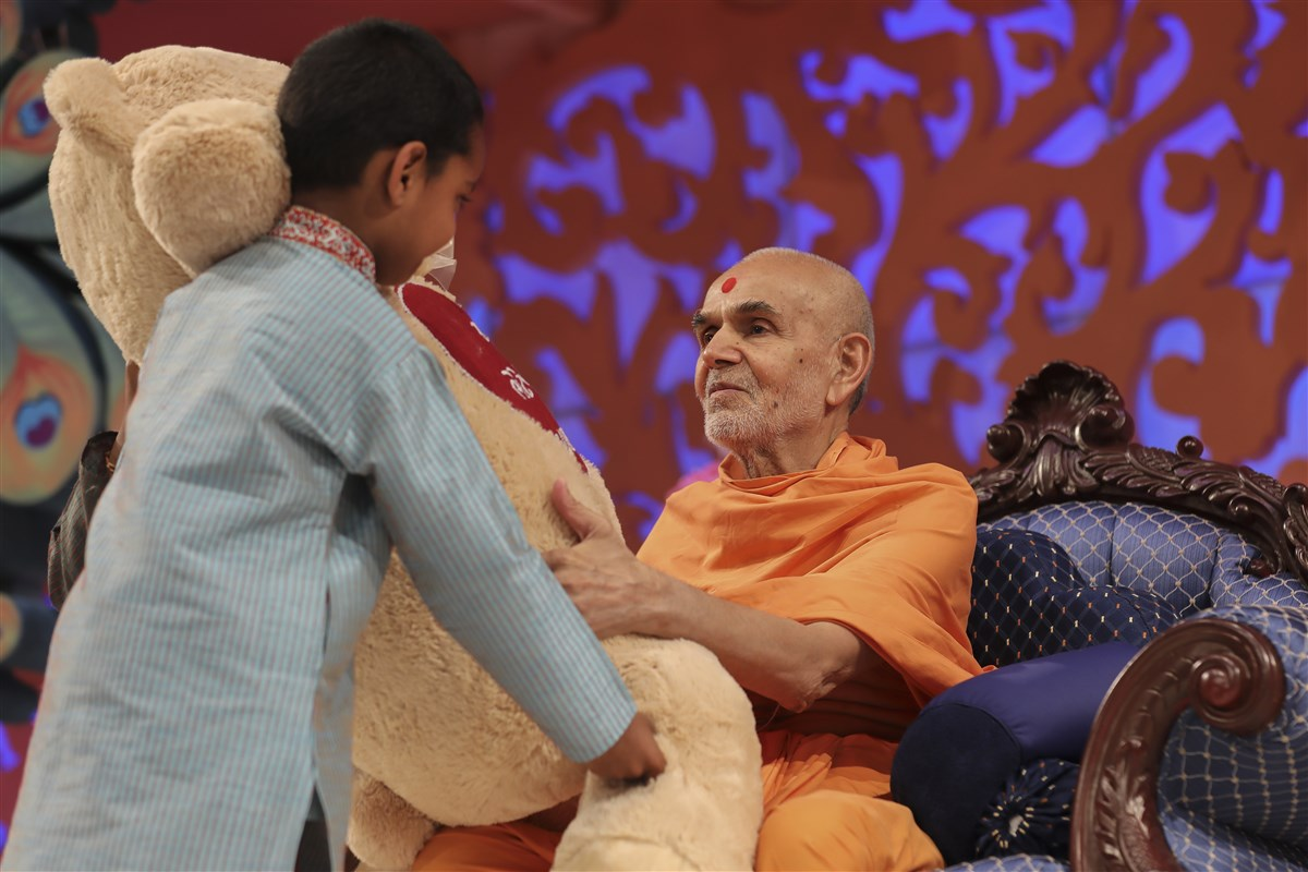 Devotees young and old offer various gifts to Swamishri as a token of their joy at his arrival in the UK