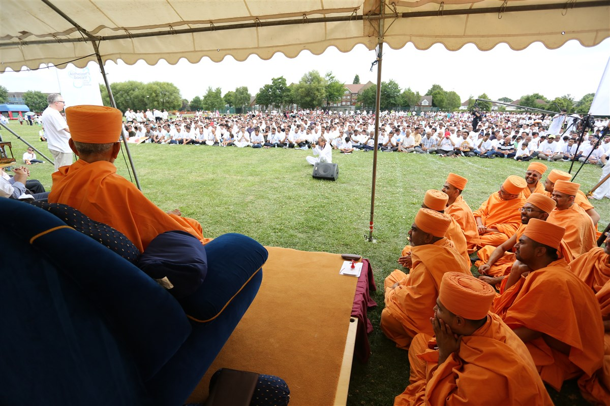"Swamishri graces a short presentation ceremony for the '10k Challenge'. <br><a href="" http://www.baps.org/News/2017/BAPS-Annual-10k-Challenge-11647.aspx"" target=""blank"" style=""text-decoration:underline; color:blue;"" >For more photos</a>"