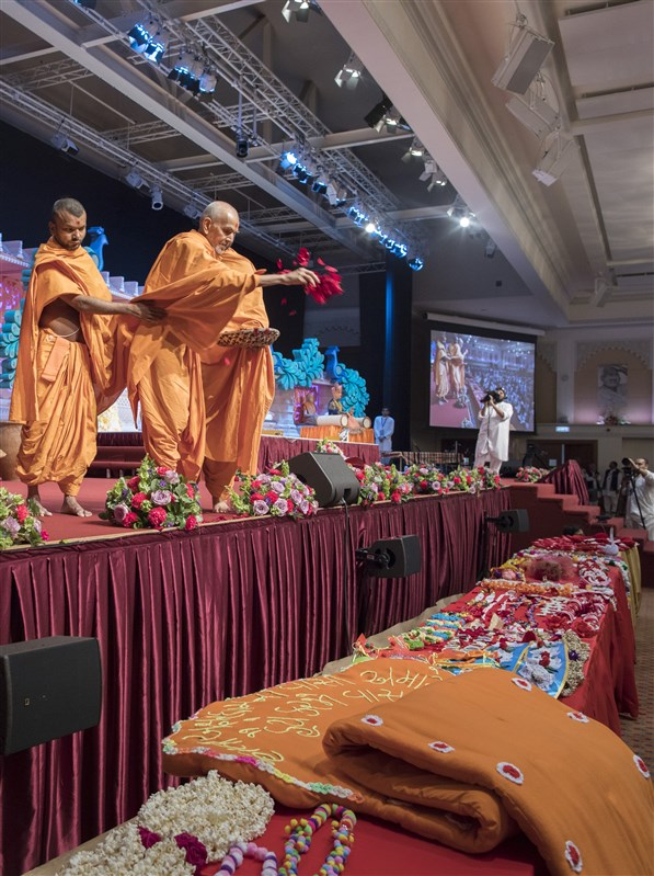 Swamishri blesses an array of vivid devotional offerings created by male and female devotees from around the UK
