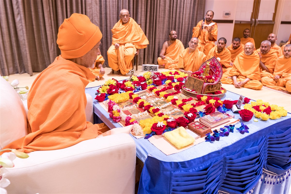 Swamishri engrossed in morning puja
