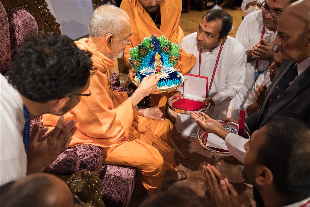 Shri Harikrishna Maharaj and Swamishri bless programs that will be conducted by the Women's wing