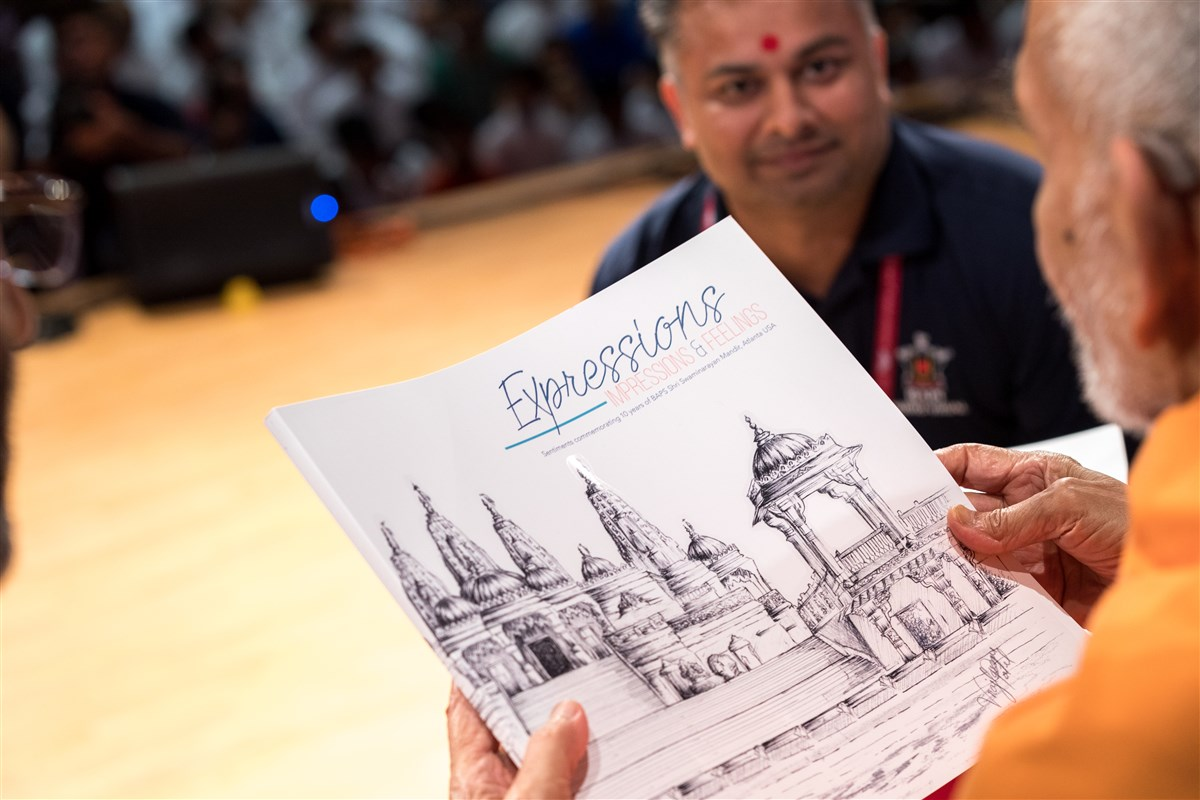 Swamishri inaugurates a souvenir book called 'Expressions, Impressions, and Feelings' for the 10th Anniversary Celebration of BAPS Shri Swaminarayan Mandir, Atlanta, GA