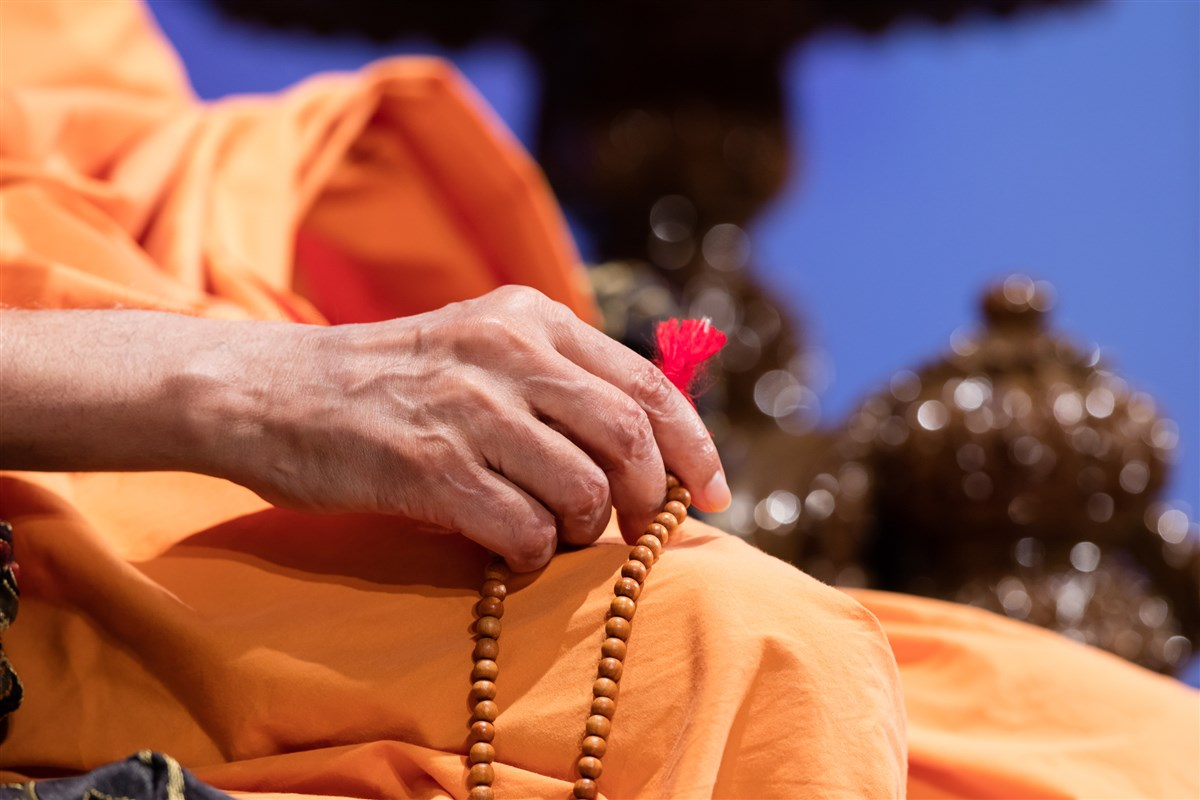 Swamishri performs mala during the program, 3 July 2017