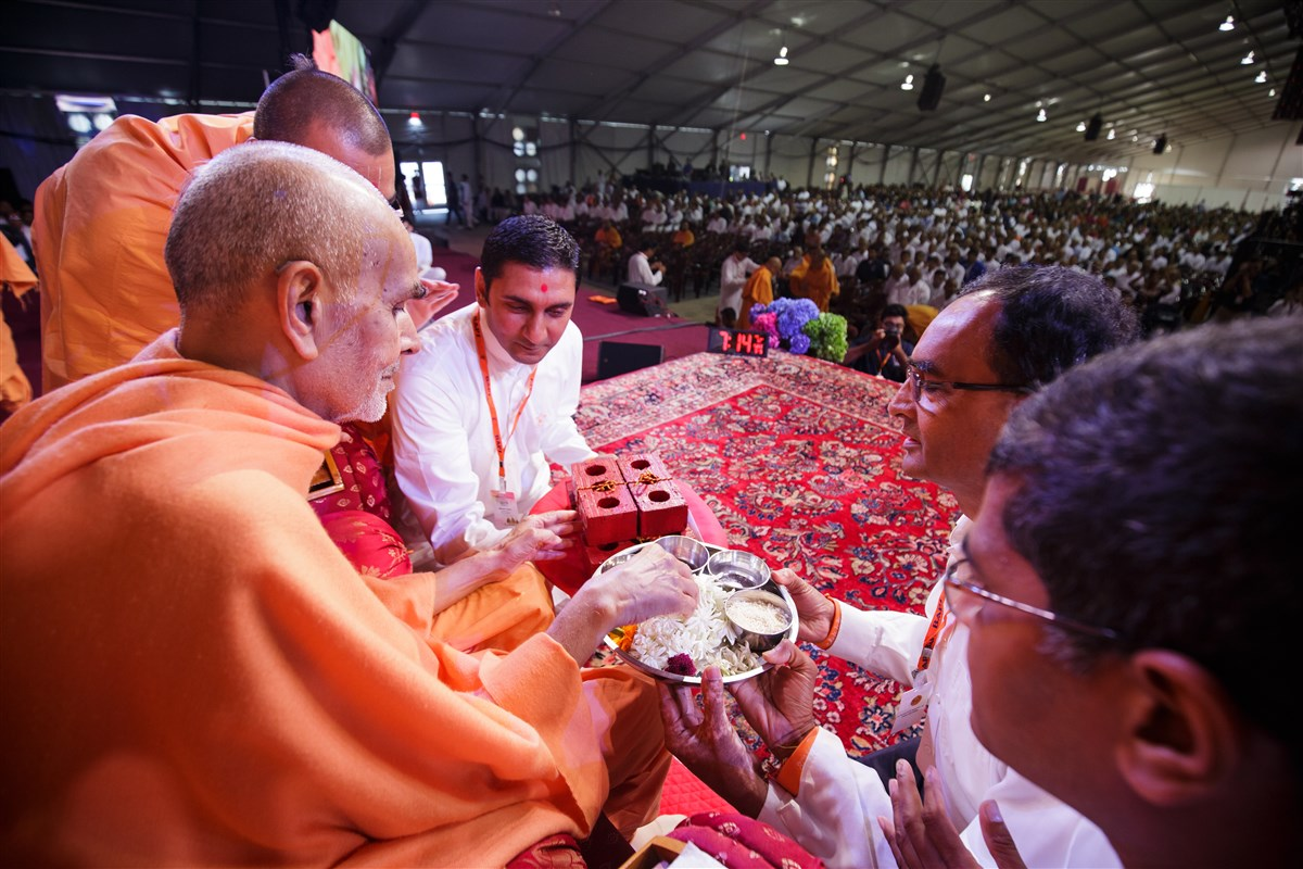 Swamishri blesses the foundation bricks for expansion plans of BAPS Shri Swaminarayan Mandir, Indianapolis