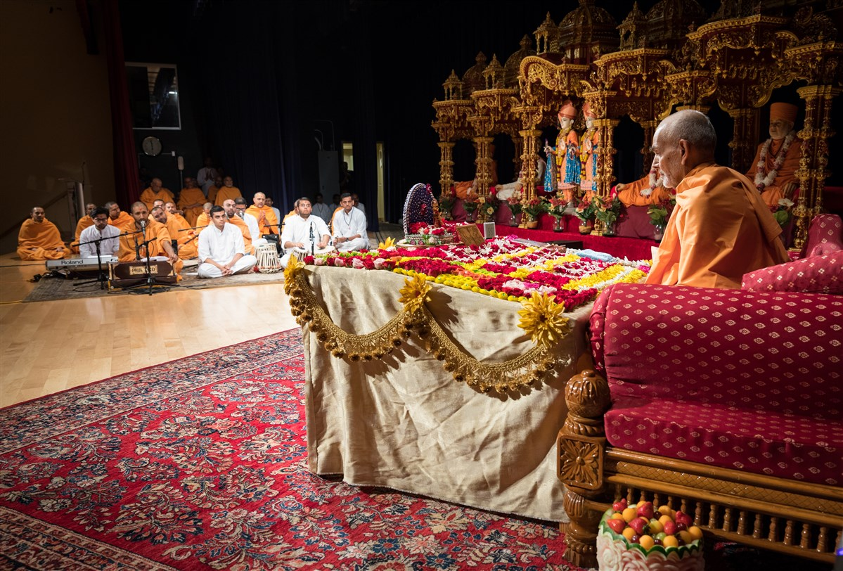 Swamishri engrossed in morning puja, 19 July 2017