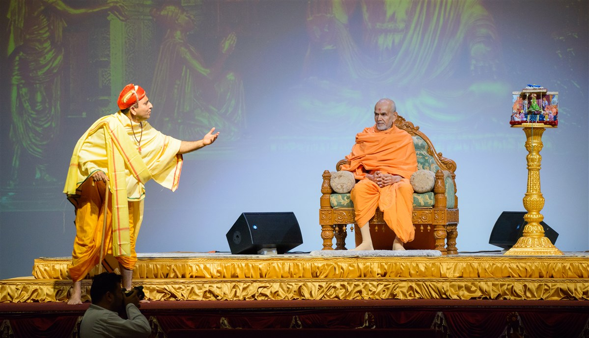 Swamishri engrossed in a skit