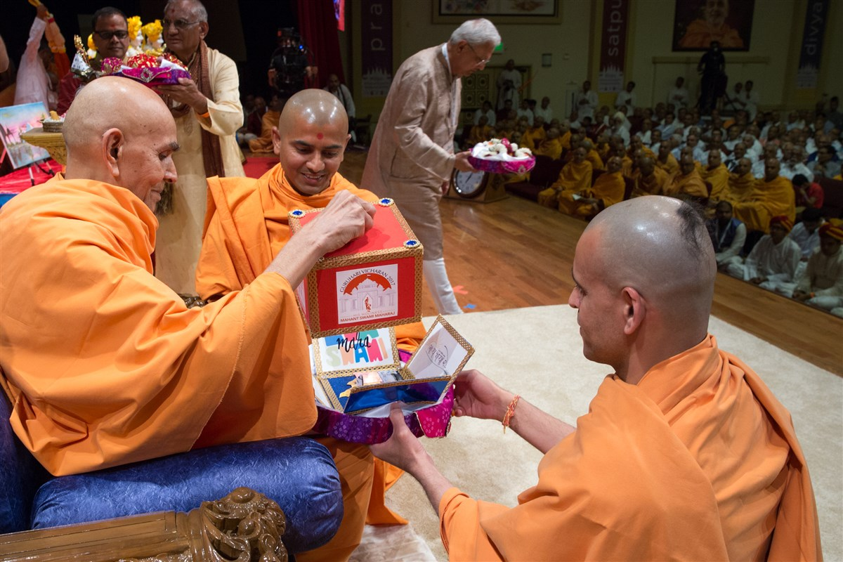 Swamishri receives an invitation to attend festivities in Houston and Dallas