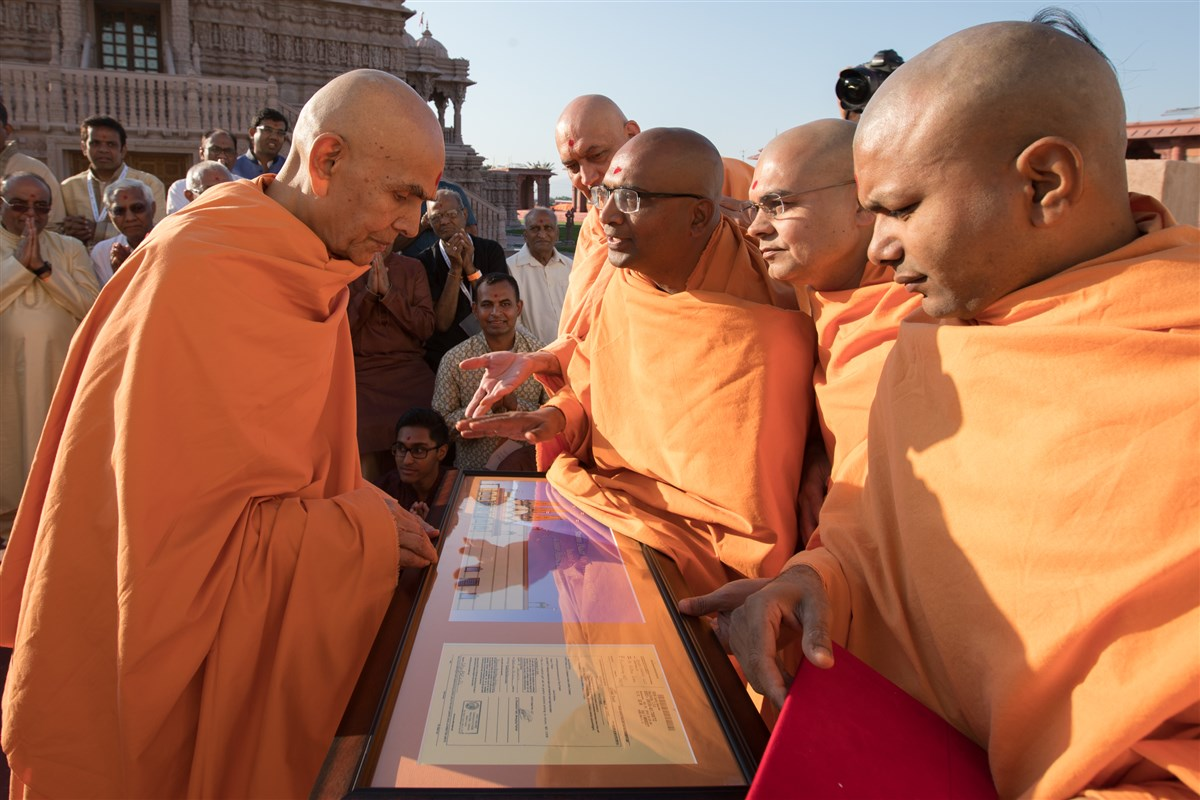 Swamishri reviews plans of the BAPS Shri Swaminarayan Mandir, Fresno, CA, USA